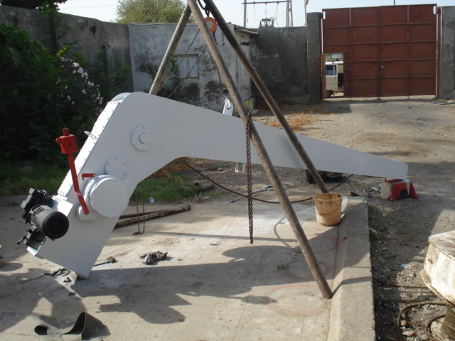 SINGLE ARM ELECTRIC DAVIT